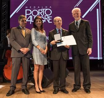 Ir. Joaquim Clotet recebe Medalha Cidade de Porto Alegre